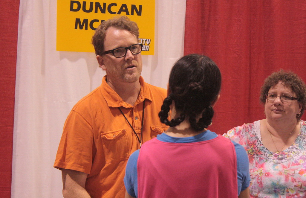 ". Duncan McNeill, known for his role as Tom Paris in ""Star Trek: Voyager\"" talks to a fan at the Motor City Comic Con. (Photo by Erica McClain)"