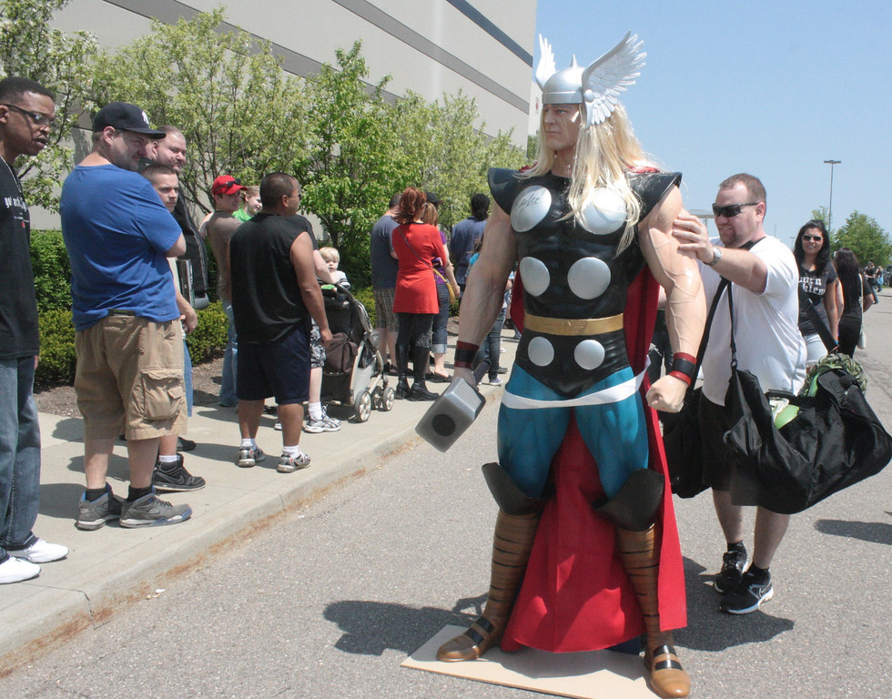 . The line for Motor City Comic Con was long but many enthusiastic fans kept it interesting. (Photo by Erica McClain)